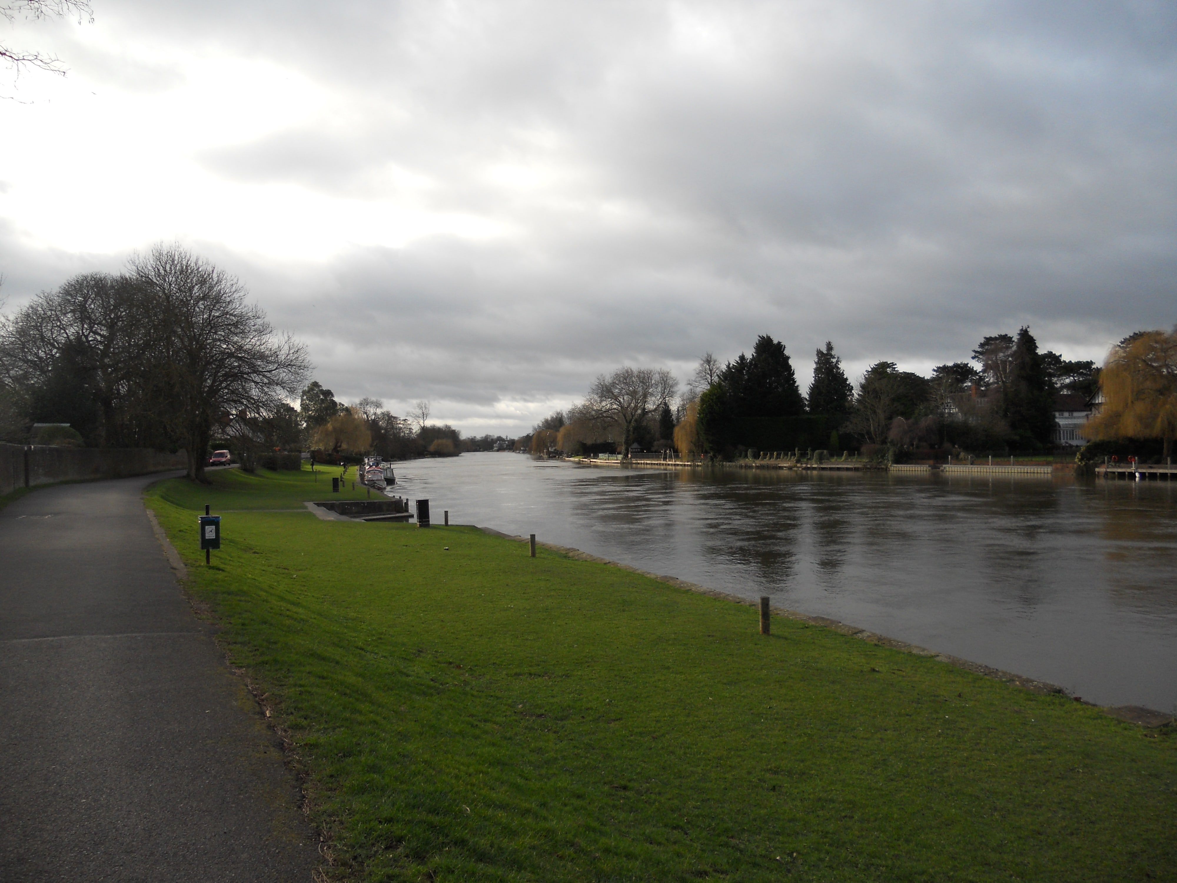 The River Thames looking from tow path