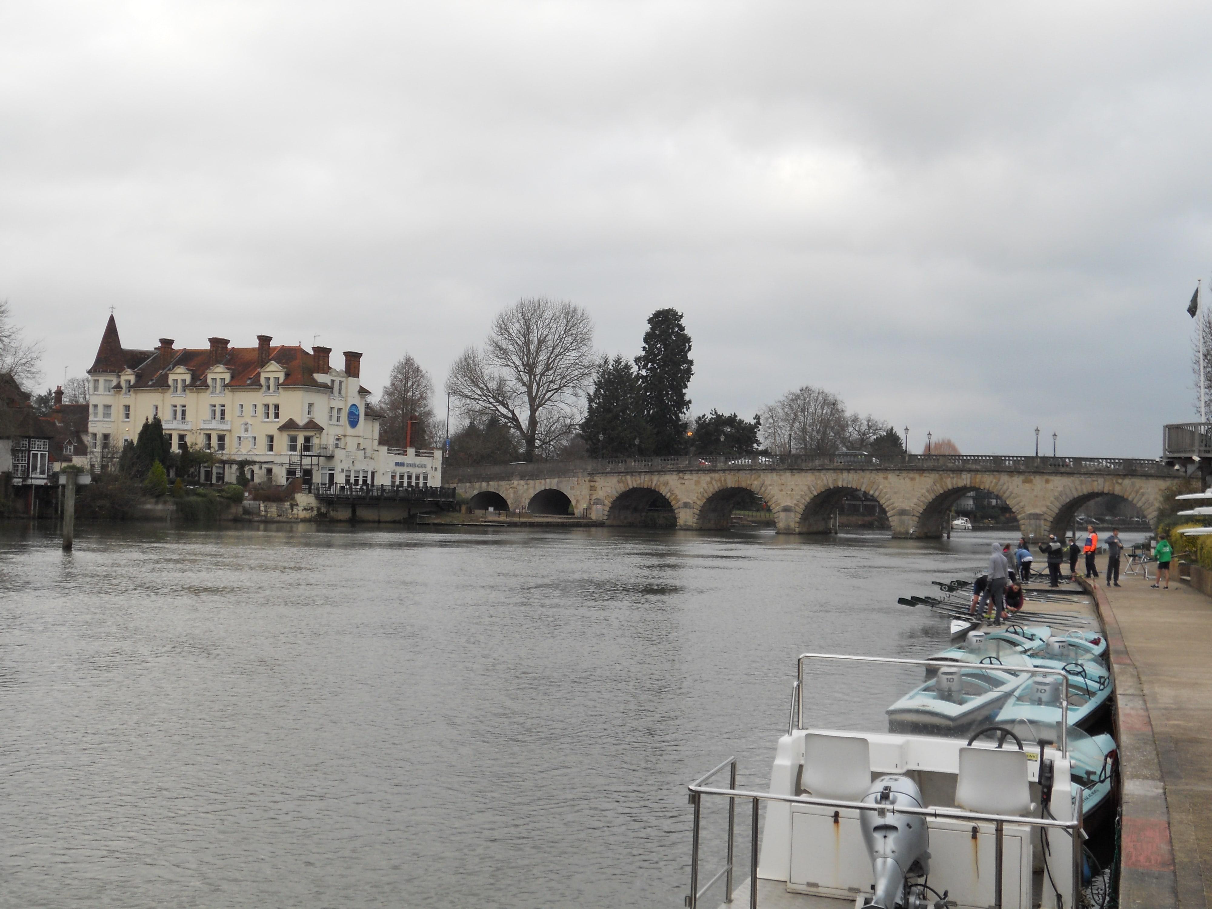 Rowers at Maidenhead Bridge