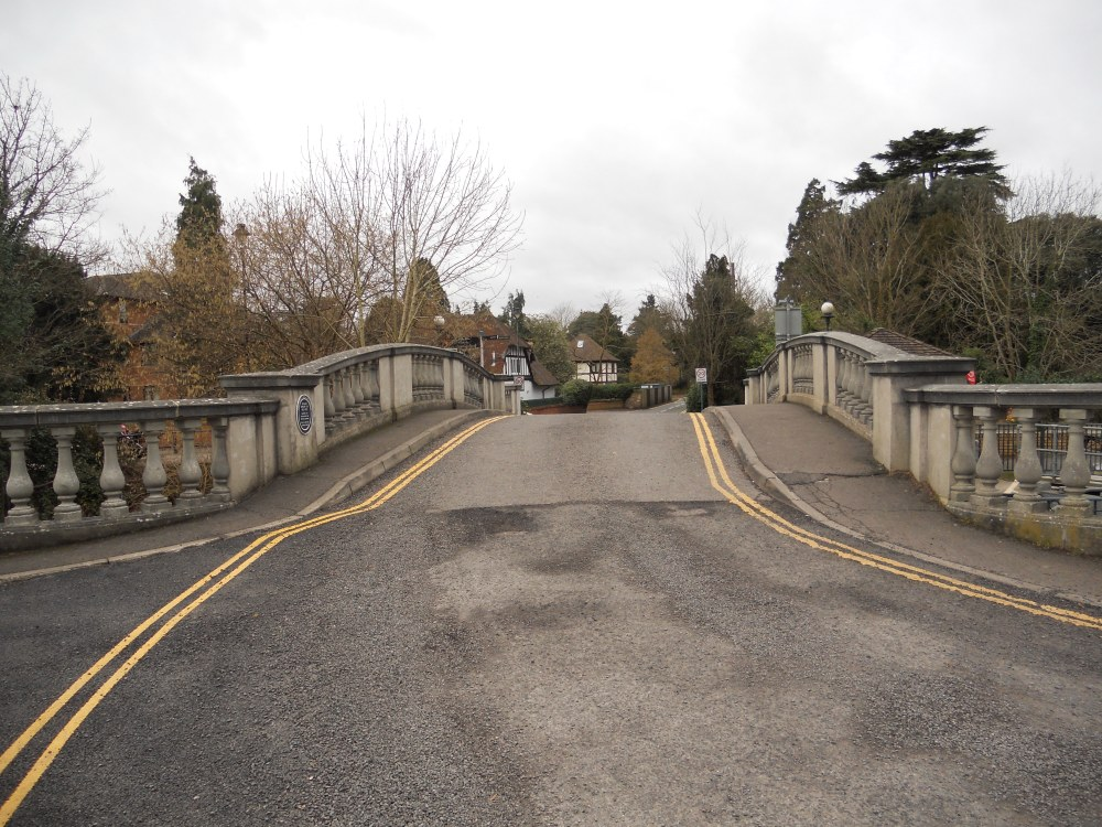 Bridge from Ray Mead Road across to Ray Mill Island
